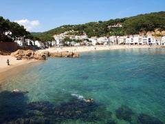 la-playa-de-tamariu-super-mooi-strand-spanje-costa-brava
