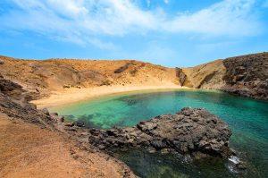 Playa-de-Papagayo mooiste strand van lanzarote - top vakantie
