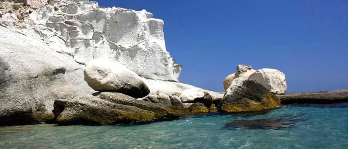 het strand van Cala Enmedio aan de costa de almeria Spanje