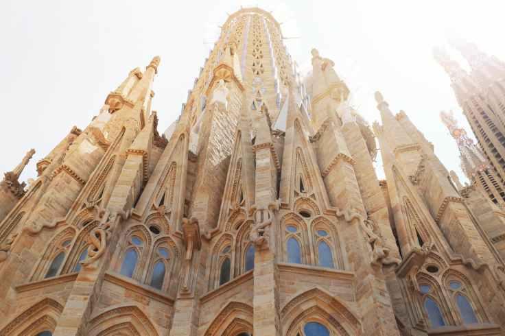 architectuur-barcelona-beroemde-bezienswaardigheid-beroemde-plaats