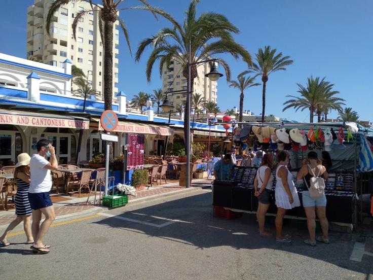 de-markt-op-zondag-in-de-haven-van-estepona-vakantie-costa-del-sol-44-1