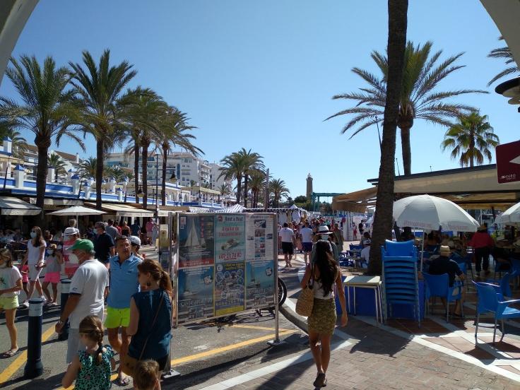 de-markt-op-zondag-in-de-haven-van-estepona-vakantie-costa-del-sol-54-1