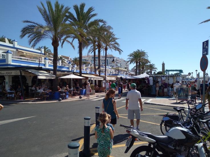 de-markt-op-zondag-in-de-haven-van-estepona-vakantie-costa-del-sol-567-1