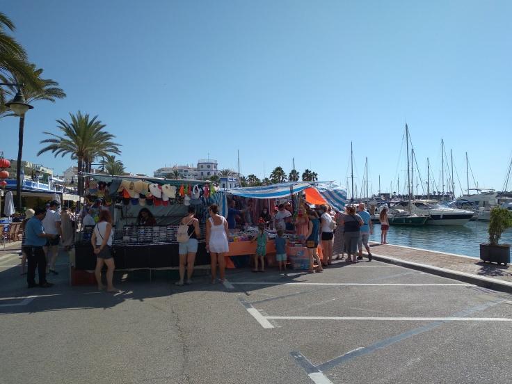 de-markt-op-zondag-in-de-haven-van-estepona-vakantie-costa-del-sol-66-1