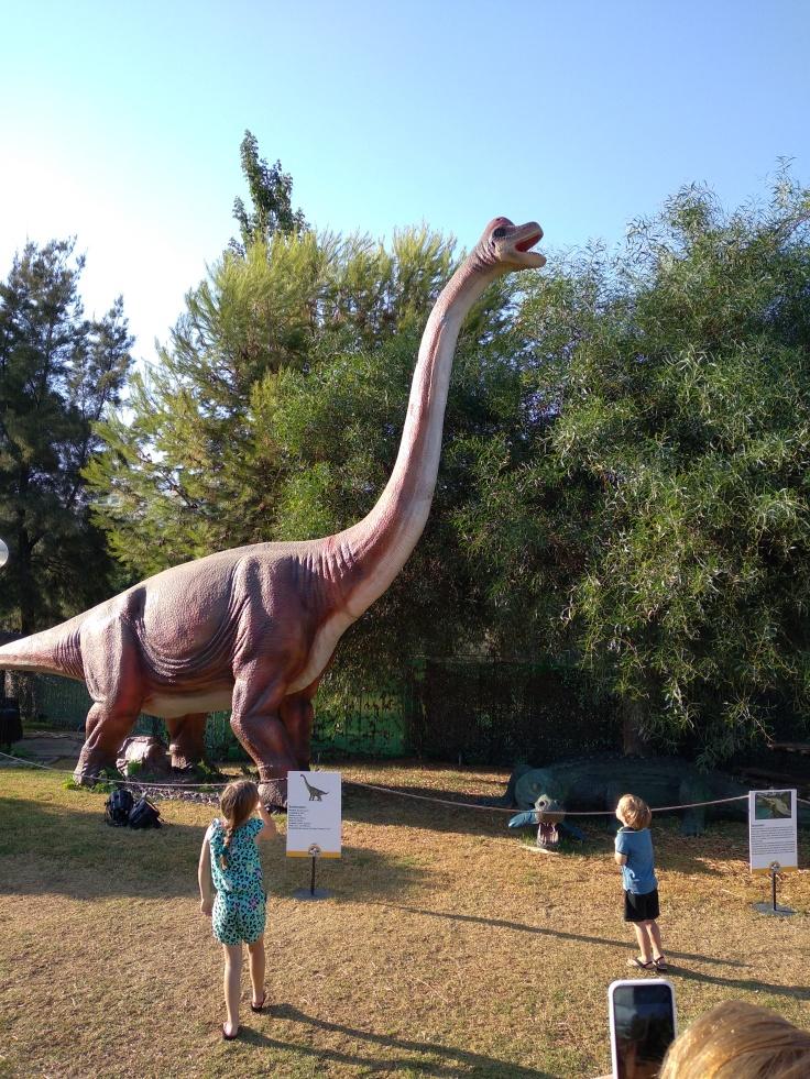 dinosaurus-expositie-in-estepona-een-van-de-leuke-uitjes-voor-kinderen-vakantie-costa-de-sol-1