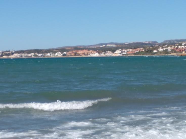 kindvriendelijke-baai-met-zandstrand-nabij-de-haven-van-estepona-vakantie-spanje-costa-del-sol-3453-1
