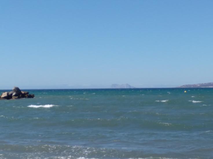 kindvriendelijke-baai-met-zandstrand-nabij-de-haven-van-estepona-vakantie-spanje-costa-del-sol-34534-1