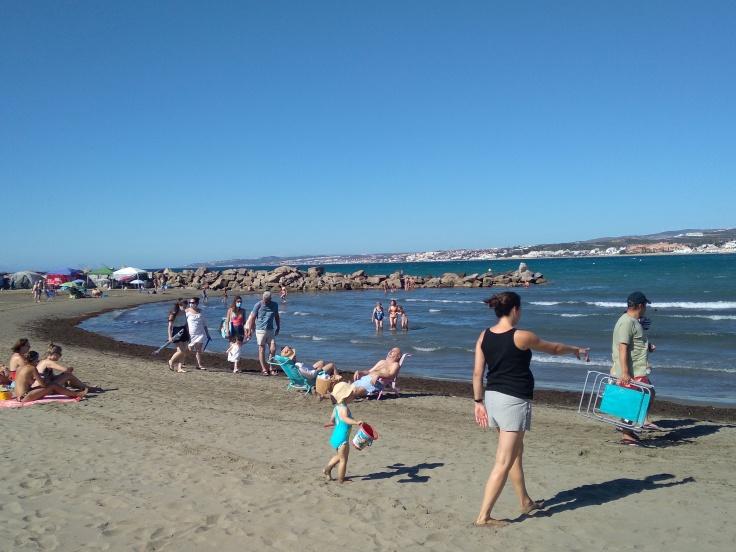 kindvriendelijke-baai-met-zandstrand-nabij-de-haven-van-estepona-vakantie-spanje-costa-del-sol-5-1