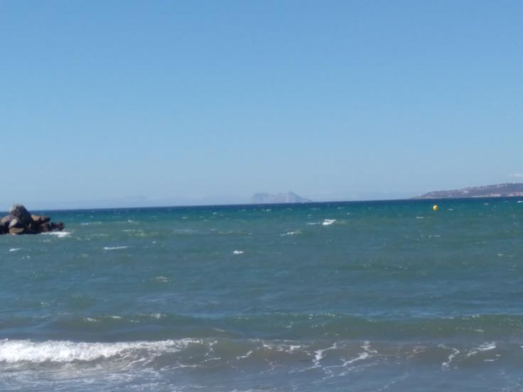 kindvriendelijke-baai-met-zandstrand-nabij-de-haven-van-estepona-vakantie-spanje-costa-del-sol-567-1