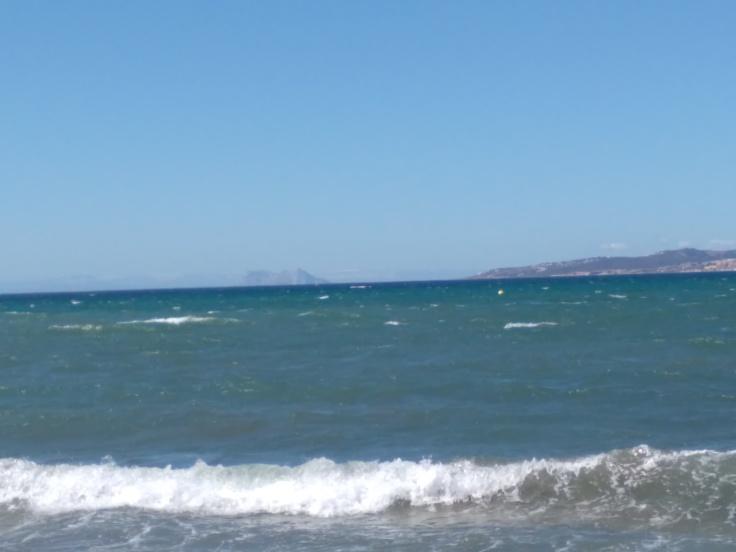 kindvriendelijke-baai-met-zandstrand-nabij-de-haven-van-estepona-vakantie-spanje-costa-del-sol-67-1