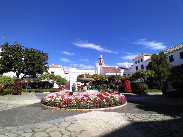 leuke-straatjes-en-pleintjes-in-estepona-met-veel-bloemen-vakantie-costa-del-sol-33-1