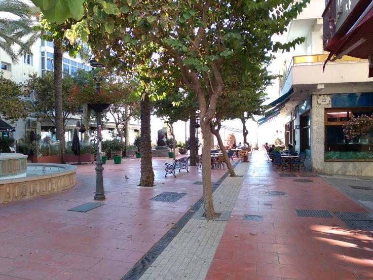 leuke-straatjes-in-estepona-met-veel-bloemen-vakantie-costa-del-sol-2-1