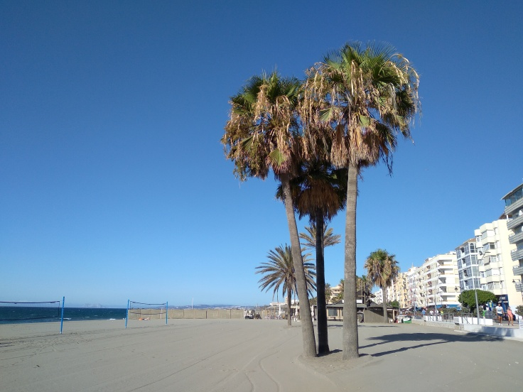 mooie-boulevard-direct-aan-zee-in-estepona-vakantie-spanje-costa-del-sol-1