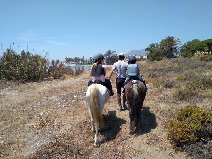 paardrijden-in-estepona-een-van-de-leuke-uitjes-voor-kinderen-vakantie-costa-de-sol-1