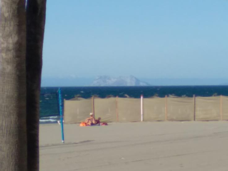 strand-aan-de-boulevard-estepona-vakantie-spanje-costa-del-sol-1