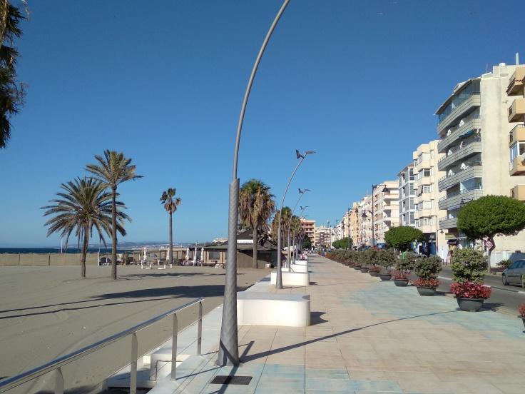 zandstrand-aan-de-boulevard-van-estepona-vakantie-spanje-costa-del-sol-1